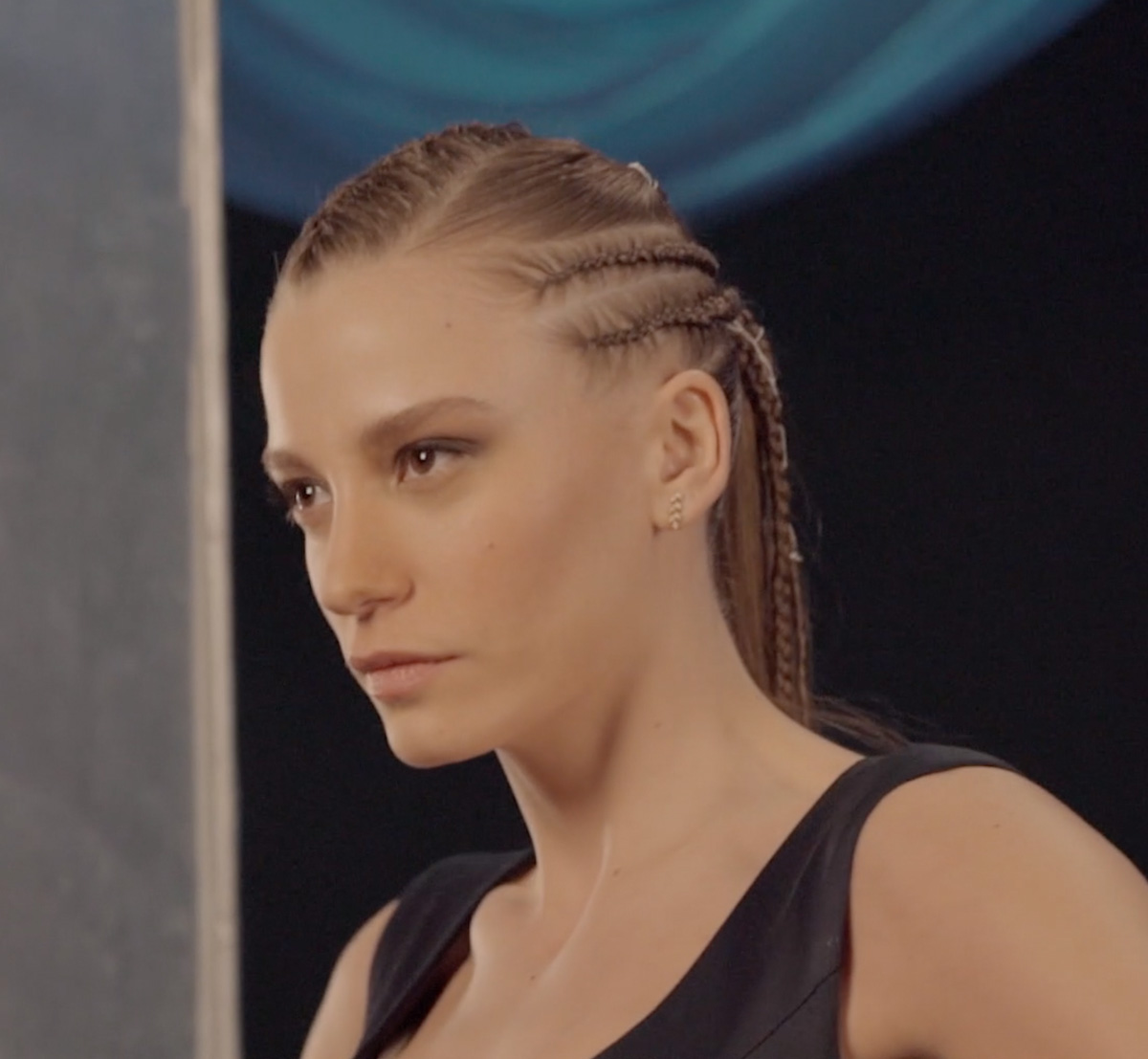 Head And Shoulders With Serenay Sarikaya Komitte